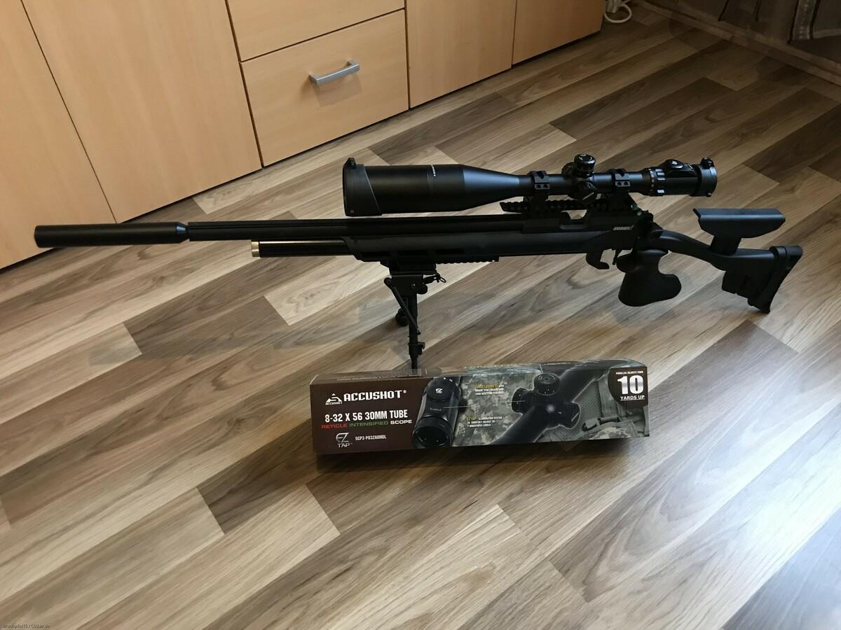 AR20 Black Hunter UTG Accushot 8-32x56