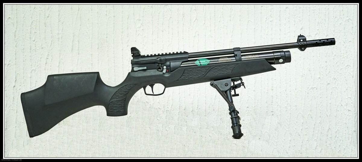 HW 110 ST Carbine, Sondermodell der Firma Schlottmann, Schwerin,  offene Visierung (Lochkimme) von UTG, Edelstahl Kompensator von Schlottmann und Original Harris  Bi-pod.