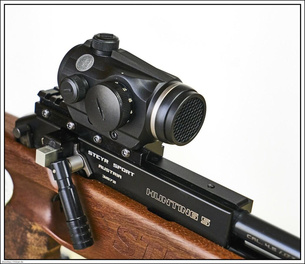 Hawke RedDot, Typ 12104, 3 MOA. Montiert auf eine Steyr H 5. Schlottmann Adapter 11mm auf Weaver mit 25 MOA Vorneigung.