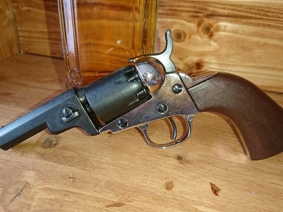 Deko Colt 1849 Wells Fargo