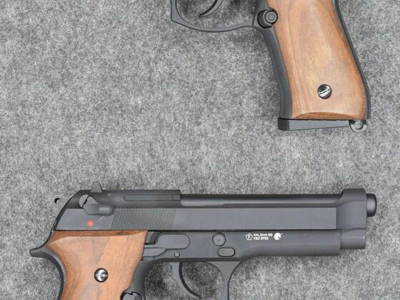 Beretta 92 GBB von KLI (SRC) mit Holzgriffschalen