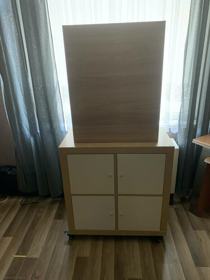 Ikea Schiessschrank mit Unterteil und Rollen.
