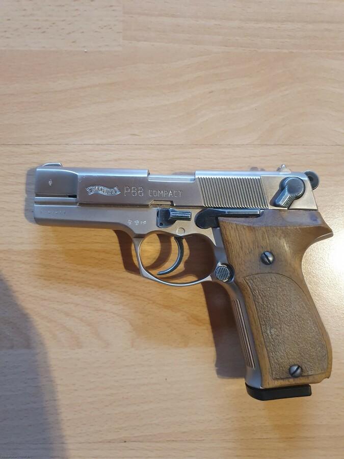P88 Nickel mit Holzgriffschalen