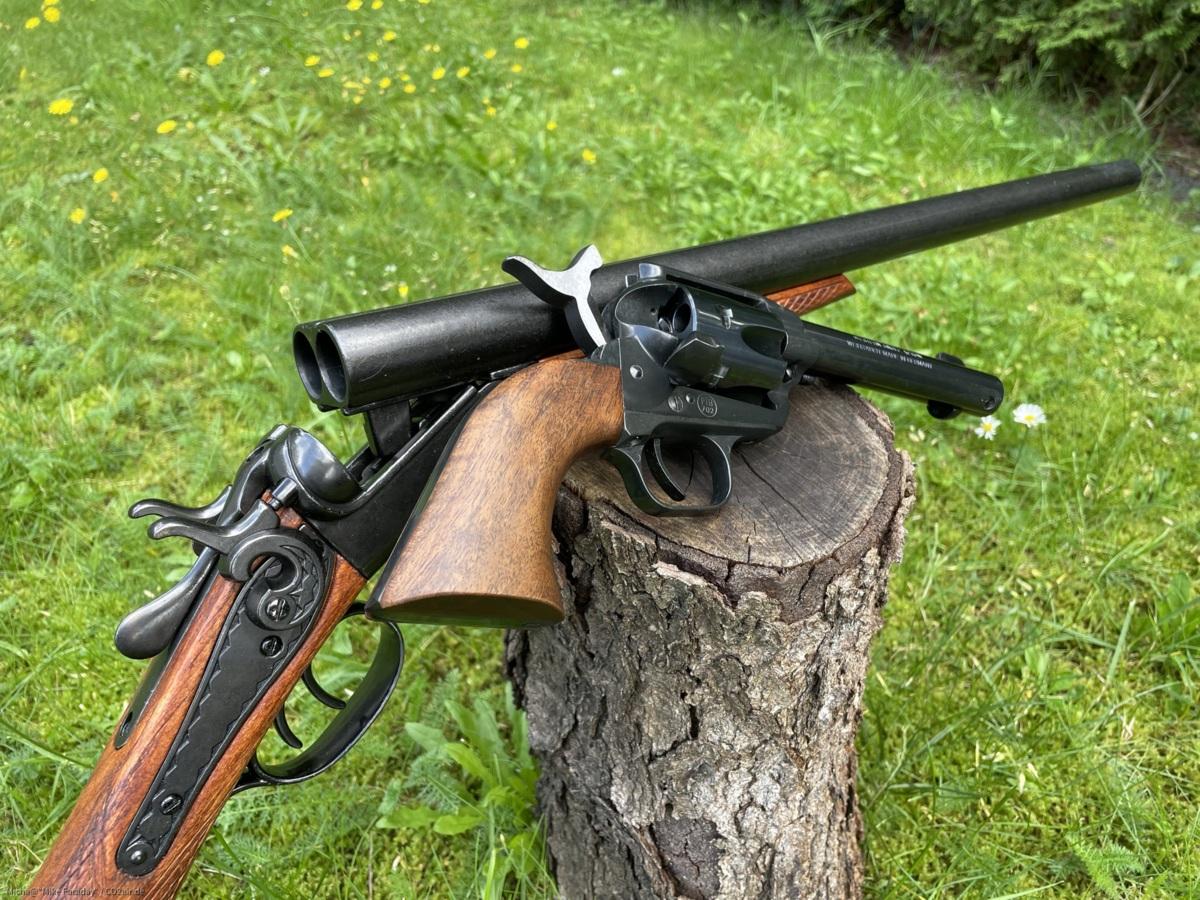 Wyatt Earps Doppelhahnflinte und der Peacemaker...ein Team für Recht und Ordnung :)