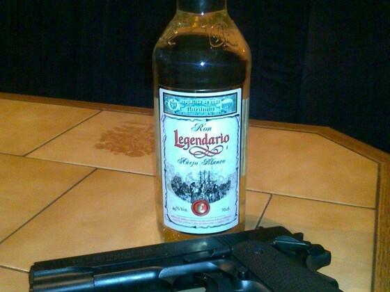 Colt mit Kubanischem Rum und eine Handvoll Dollars
