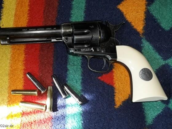 Colt SAA old style finish cal.4,5 mm Griffschalen vom Colt SAA Nickel finish cal.6,mm von Legend