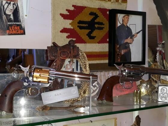 Colt SAA 4,5 mm luxusversion für die Sammlung (wird nicht geschossen) obwohl Diaboloversion und der Colt SAA cal.6mm
