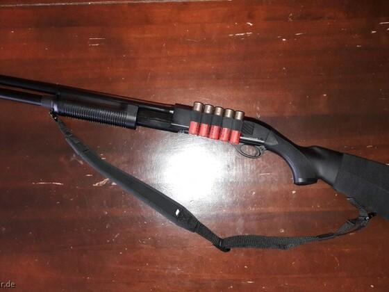 CYMA350 (Airsoft-Vorderschaftrepetierflinte wie Remington M870)