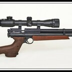 Crosman Benjamin Marauder CPC-Pistole mit Anschlagschaft, B&T-Schalldämpfer und Walther 6X32 ZF., Cal.22